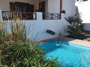Ferienhaus: Naturpool befindet sich im grossen Garten des Hauses