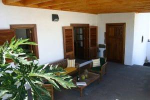 Ferienhaus in Haria. Terrasse angrenzend an die Kueche und den Garten.