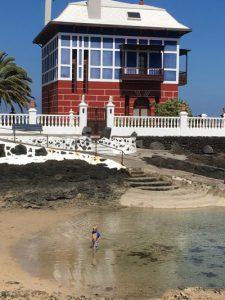 kleine Bucht am blauen Haus-Arrieta