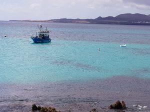 Fischerboot am Ferienhaus am Meer