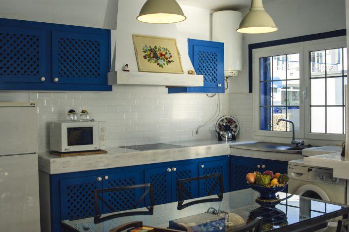 Wohnküche mit Blick auf das Meer