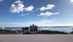 Panoramablick von der Dachterrasse am Meer