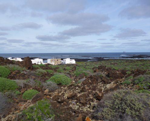 Blick auf unser Ferienhaus auf Lanzarote am Meer