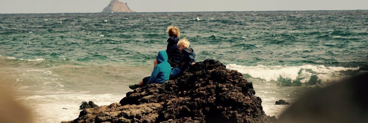 Klippen vor Orzola im Familienurlaub
